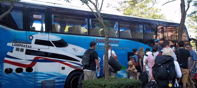 Lomprayah Bus to Donsak Ferry Port