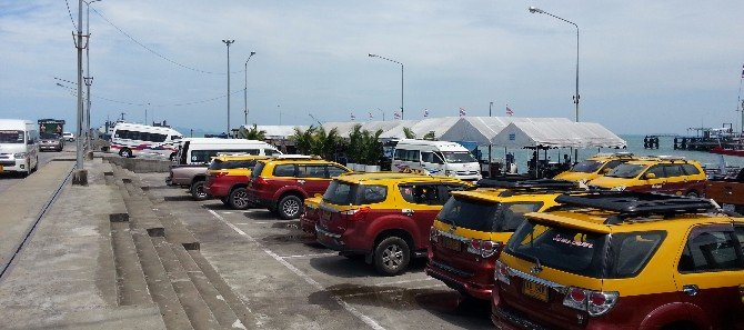 Taxis and minivans waiting at Na Thon Pier