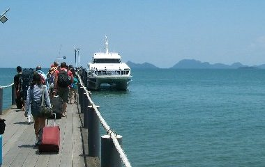 Lomprayah Ferry Pier at Thung Makham Noi Beach