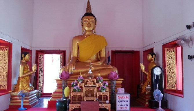 Shrine at Wat Mongkol Nimit