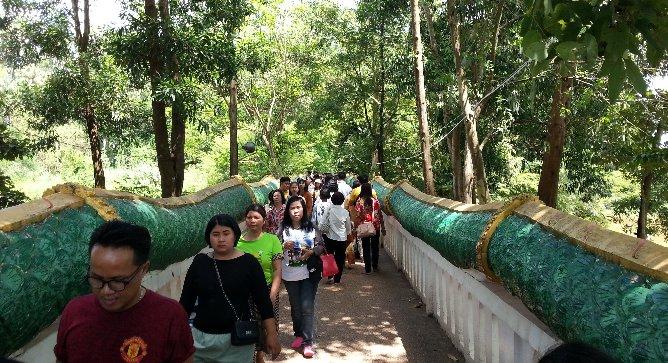 Naga bridge at Wat Kham Chanot